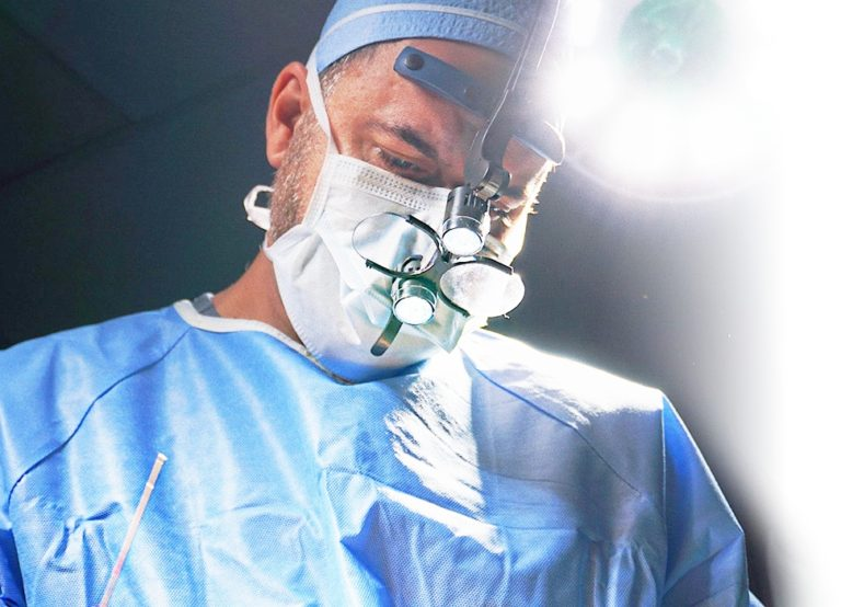 Dr. Ashkan Ghavami in surgery